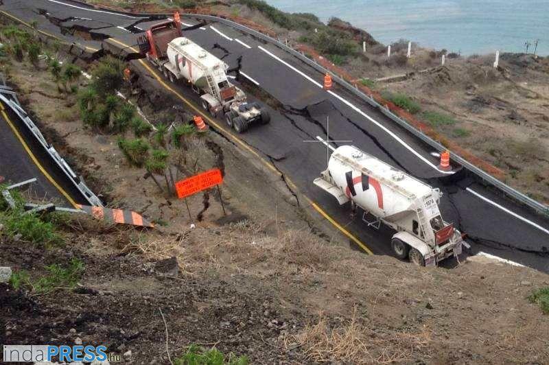 Összeomlott autópálya Mexikó államban