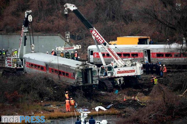 new-york-vonat-kisiklott-indapress-kulfold-hirek-1