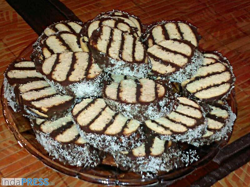 Recept: Albert kekszes kókuszos sütemény