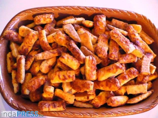 Recept: Sós finomságok. Sajtos rúd és sajtos-vajas kifli