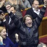 Így reagáltak az ellenzéki képviselők a 2004-es alkotmány megszavazásakor.