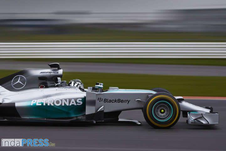 Forma 1, tarolt és nyert a Mercedes